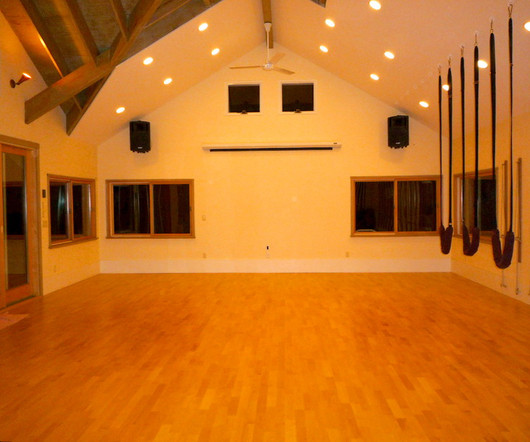 Home Yoga Studio Design Ideas. Example Of An Eclectic Light Wood ...